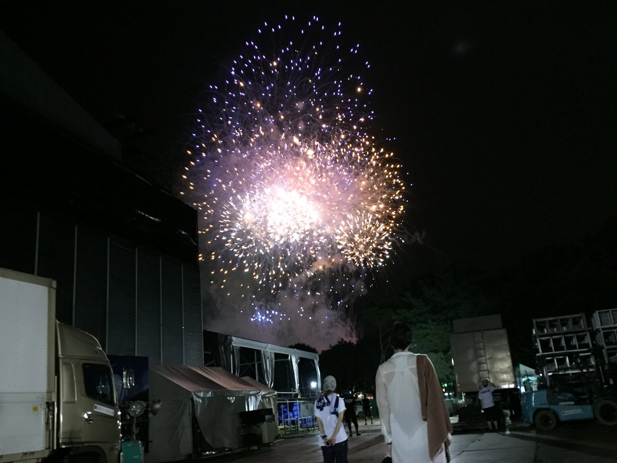 ロッキン7年ぶりのライブありがとうございました!!凄まじかった。圧倒的に美しかった。6万人以上であの…