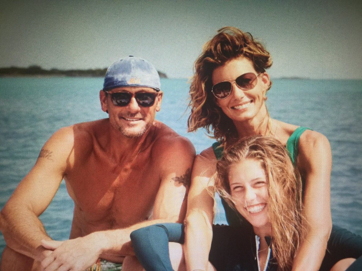 Faith hill on twitter happy birthday to maggie who is 19 for How old are faith hill s daughters