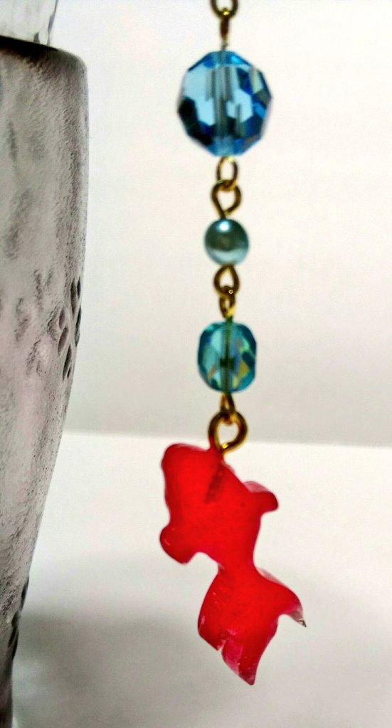 test ツイッターメディア - セリアの空枠かんざしにアクアブルーとミントグリーンのクラッシュシェルを入れました。実物はこんな藻みたいな色ではないです(笑)青系のスワロ・パール・チェコを水泡に見立て、金魚のレジンモチーフを繋げました? #web簪展 #レジン #セリア #ビーズアクセサリー #金魚 #100均 https://t.co/Y0p6Im2cWU