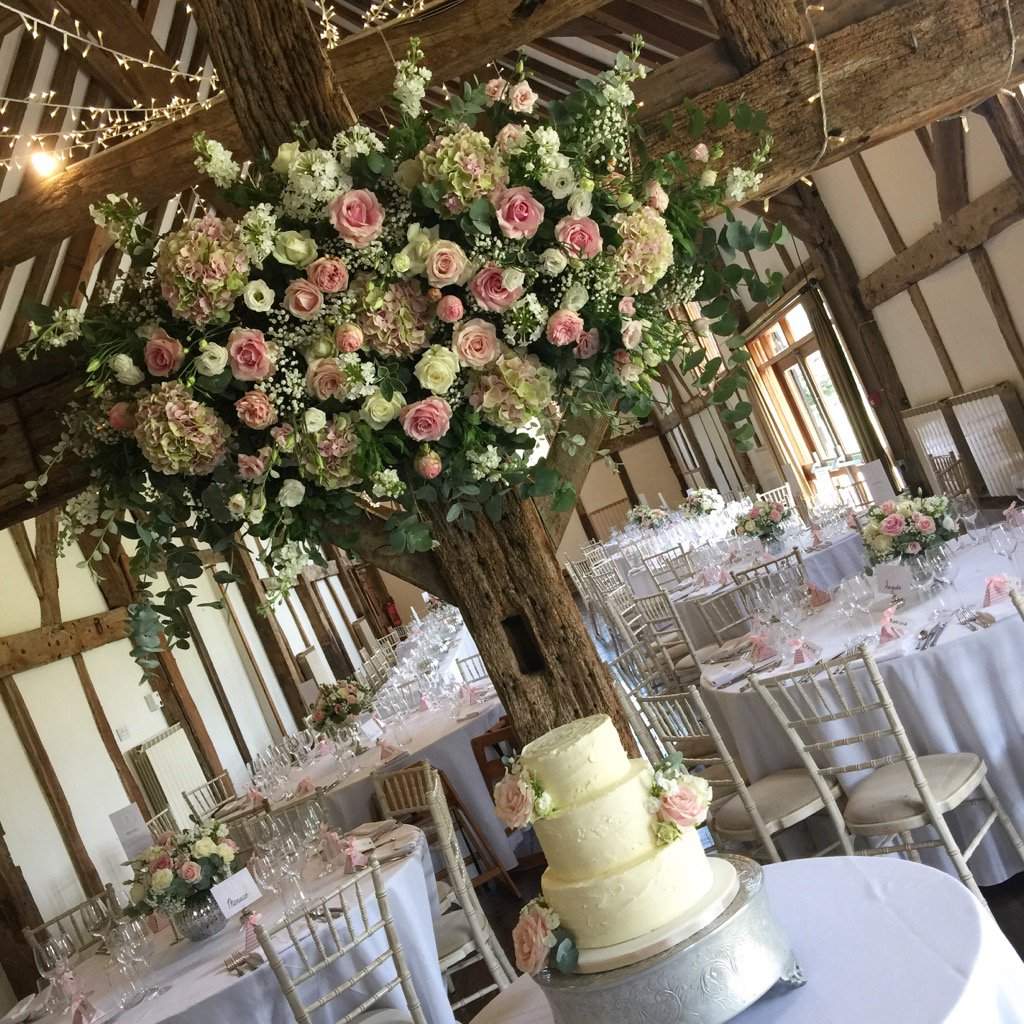 Who doesn't love #pink?! Prettily decorated #barn for yesterday's #wedding @LoseleyPark @Loseleyevents