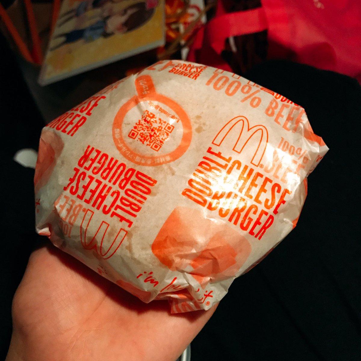 終わったら絶対食べようと思ってた…!。゚(゚´v`゚)゚。 やっぱマック大好きだーっ!