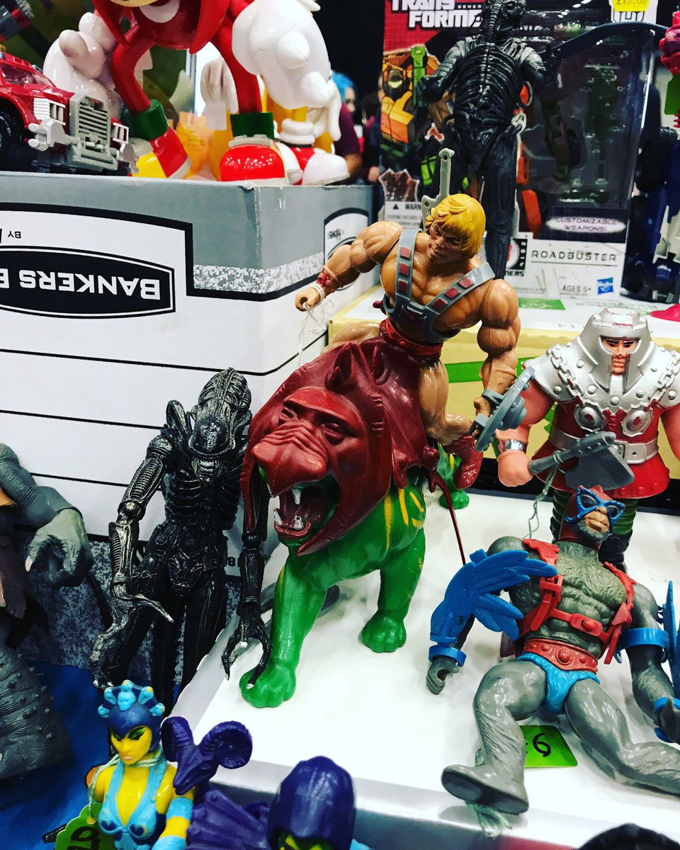 How many childhoods are in this picture?   #RT if you grew up with #HeMan <br>http://pic.twitter.com/ALqC9bexlC