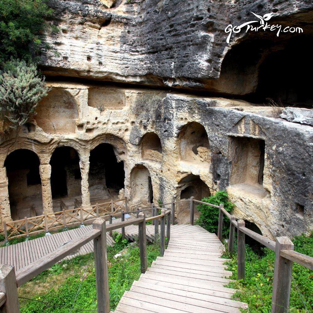 Constructed during the #Roman period, Beşikli Cave is located in Hatay province which has hosted major civilizations <br>http://pic.twitter.com/sGNR5BqMIB