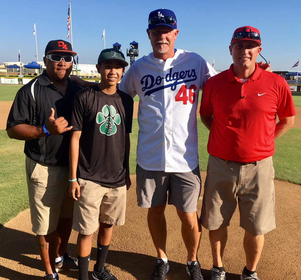 Jaylon with Coach Riley(#cancersurvivor) &amp; Kevin Gross during Utah vs Hawaii. @SHBaseball03 @SouthHillsHigh<br>http://pic.twitter.com/F4fcAxPrdN &ndash; bij Little League Baseball Western Regional HQ