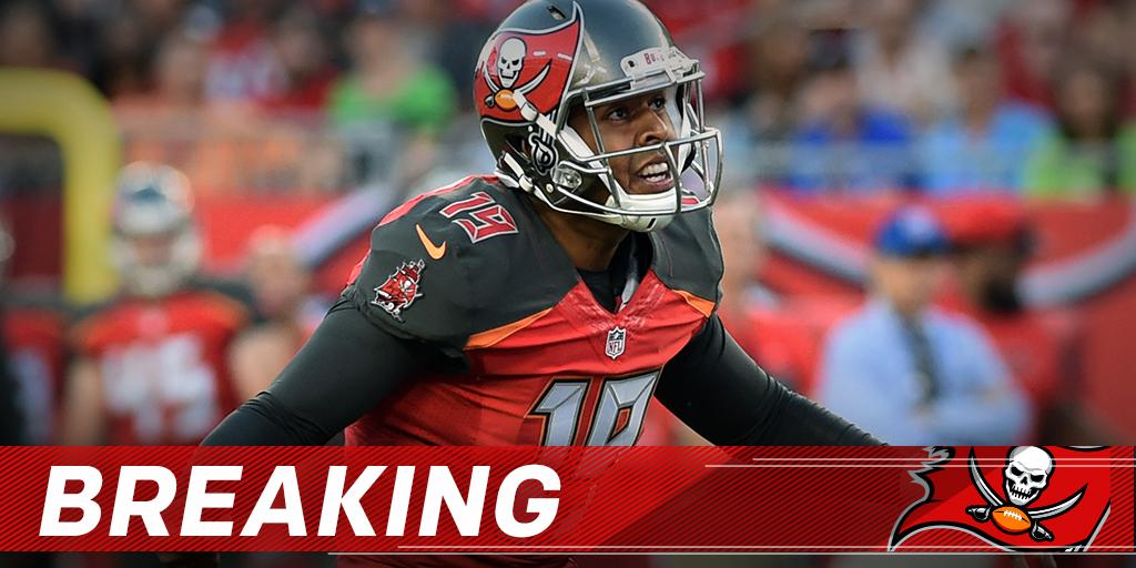 Roberto Aguayo misses an extra point