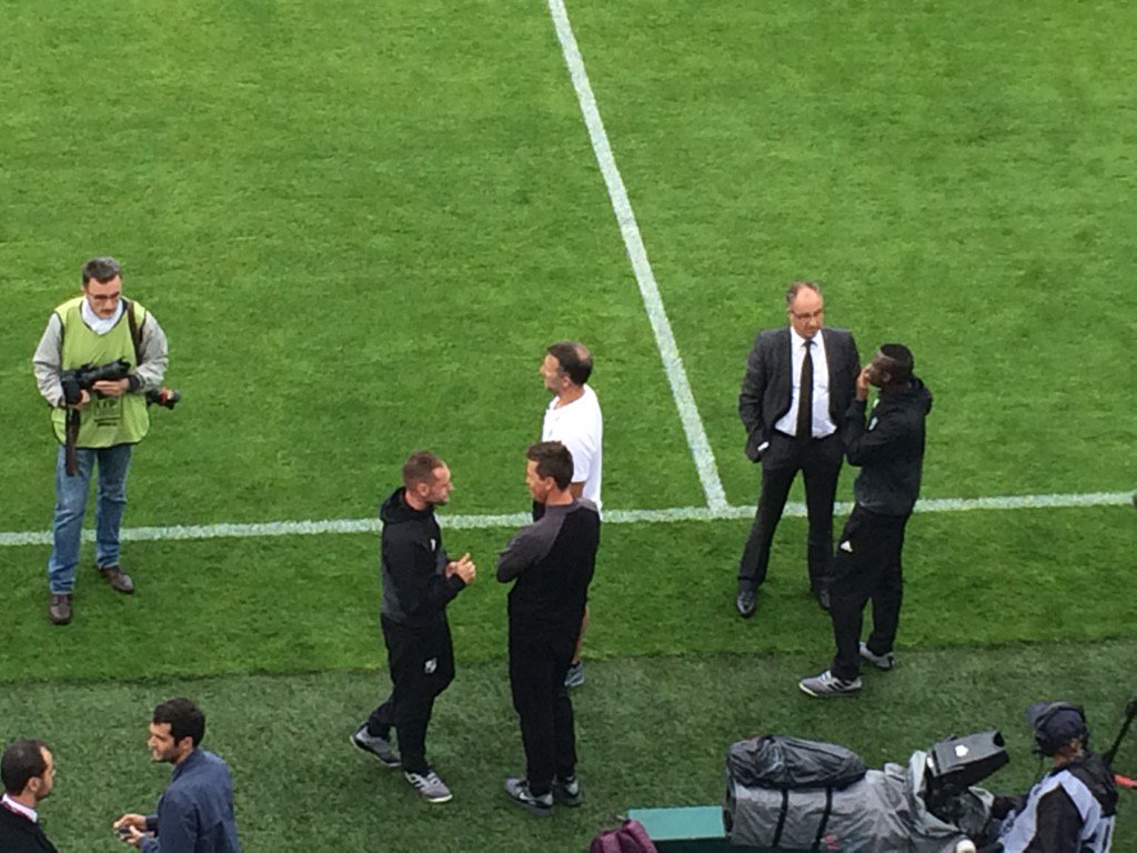 Guy Ngosso avec Said Chabane, Manu Bourgaud avec Benoit Pickeu... Avant match retrouvailles #ASCSCO pic.twitter.com/eQpBzYXmTu
