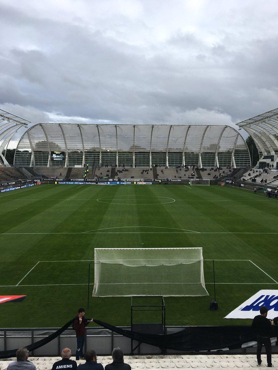 J'ai encore du mal à croire que la Licorne et Amiens va accueillir un match de Ligue 1 #AllezAmiens #ASCSCO pic.twitter.com/CoXrfdcDtA