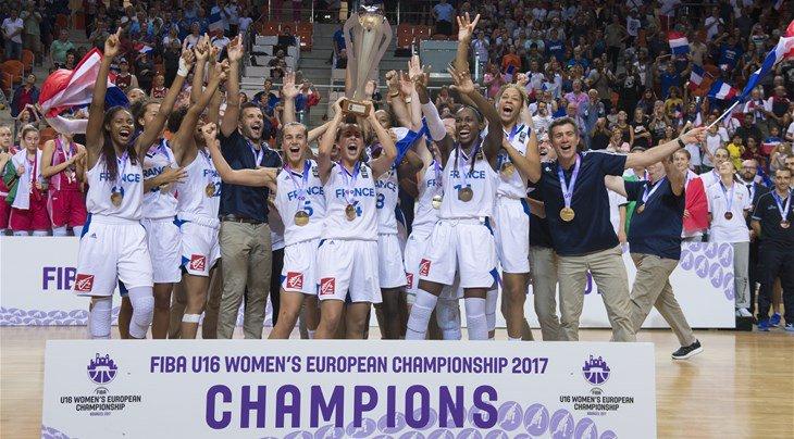 Les U16 féminines , sacrées championnes d'Europe à domicile. Le résumé du match   http:// bit.ly/2vZlHsq     #FIBAU16Europe pic.twitter.com/CeuLFDquiI