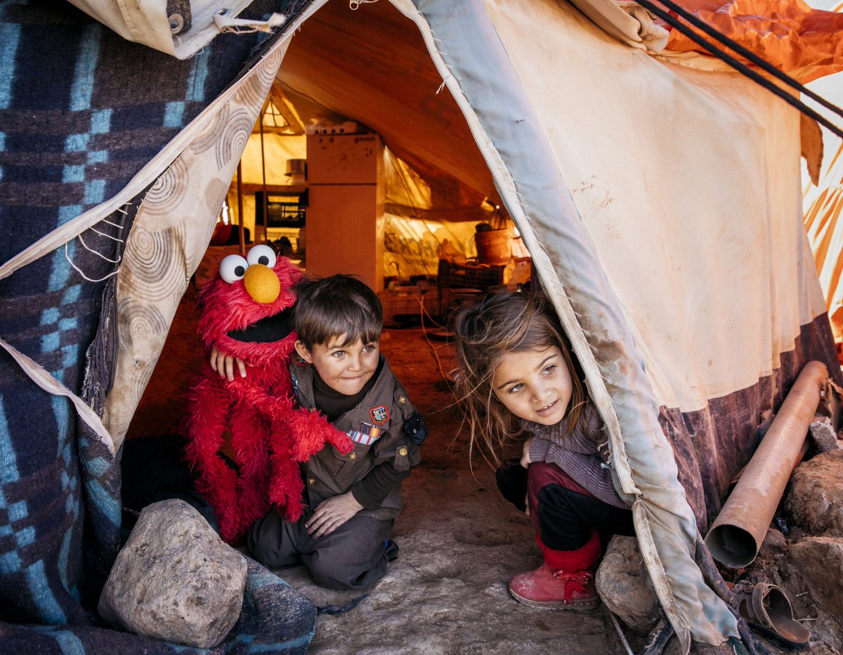 All young people must be able to hope. None more than young refugees. #YouthDay <br>http://pic.twitter.com/i9llF2OYVQ