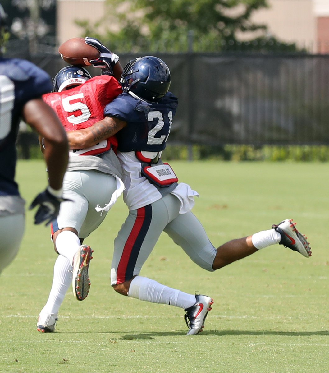Editing scrimmage pics. He caught this!!! #WRU #NWO Some insane catches today! Pics coming! @OleMissFB<br>http://pic.twitter.com/foYffyN0wp