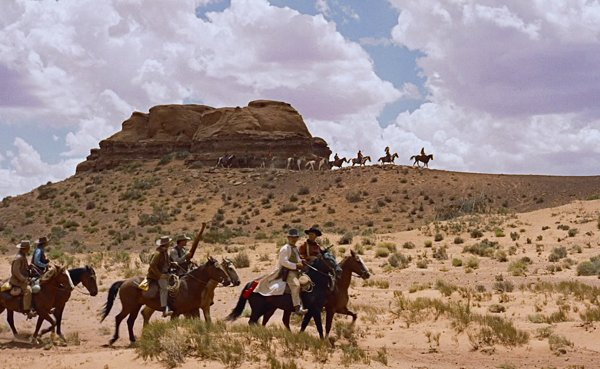 Don&#39;t miss #JohnWayne in THE SEARCHERS tonight at 9:30pm - the colors and scenery in Monument Valley is breathtaking! #SummerUnderTheStars<br>http://pic.twitter.com/tjYIiIZImW