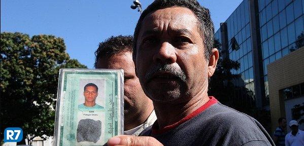 MPRJ pede prisão de tenente do Bope suspeito de executar jovem inocente https://t.co/idy5JFAKM1