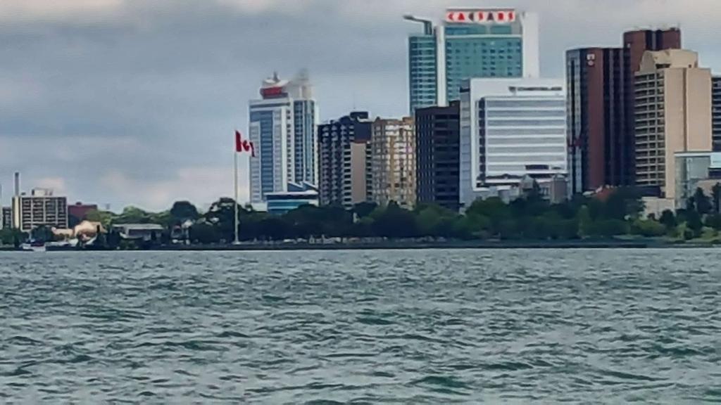 -  Waving at my Canadian Friends ! ! !           #Windsor <br>http://pic.twitter.com/KMJzxeEjdp
