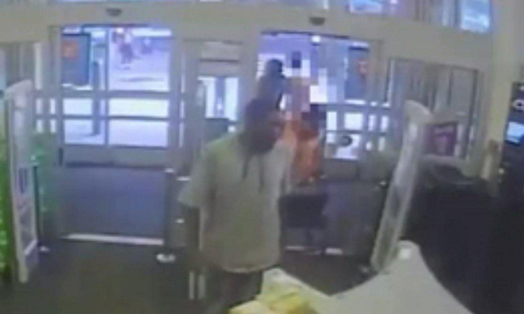 NYC Walgreens worker stopped sexual assault in store bathroom, police say https://t.co/ZiRaPZ9doF https://t.co/8UWb1kxuxa