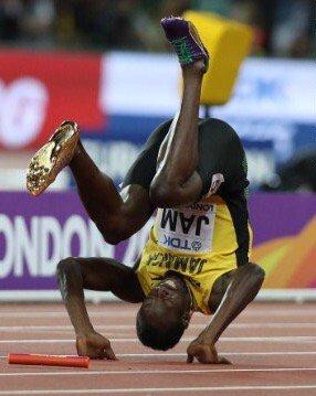 Usain Bolt terjatuh