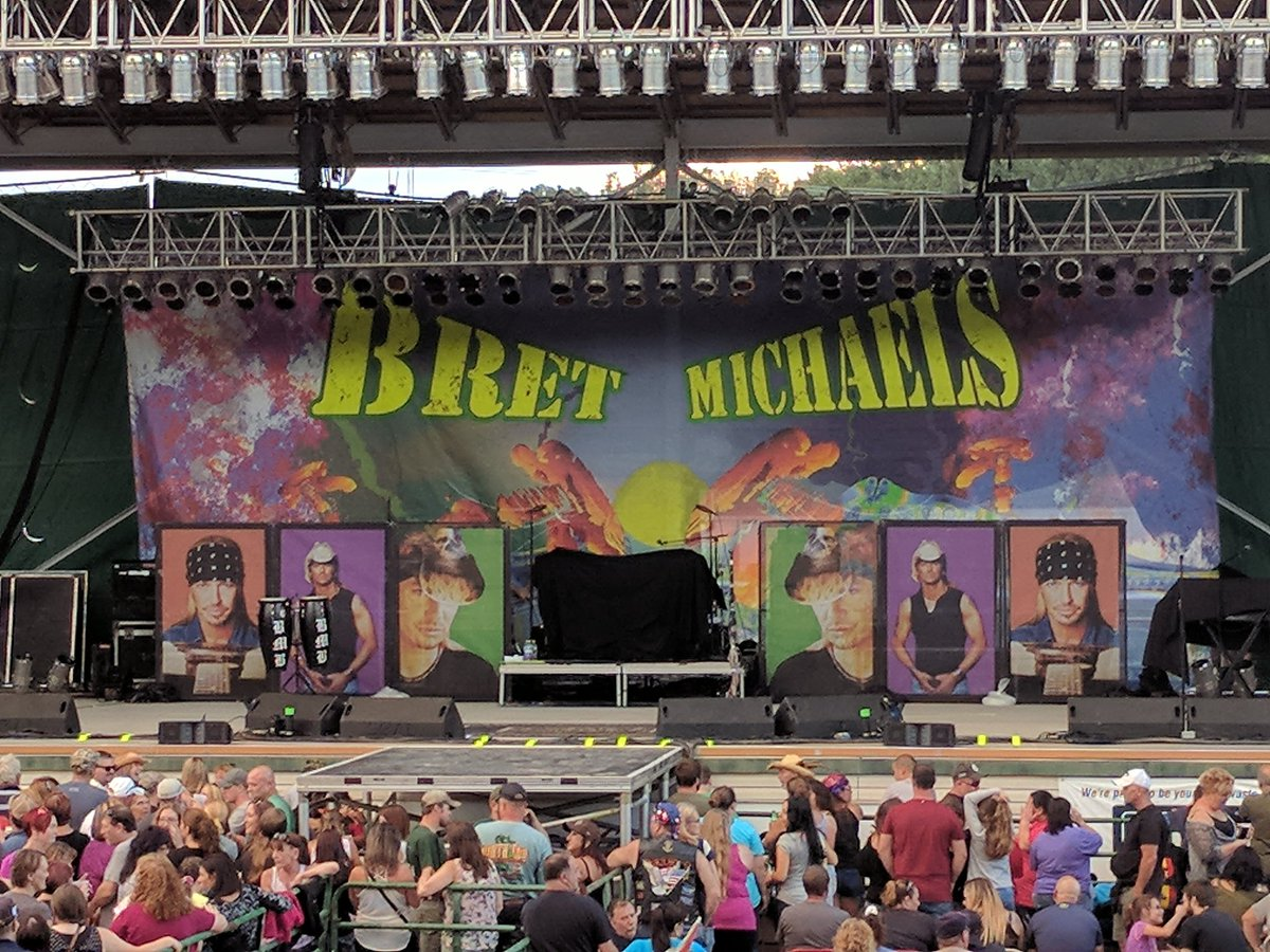 Waiting on the party to start here in #malone at Kids first #bmb show  6 hr family road trip to have @bretmichaels  and @PeteEvick  kick ass <br>http://pic.twitter.com/XgWTAFzCbP