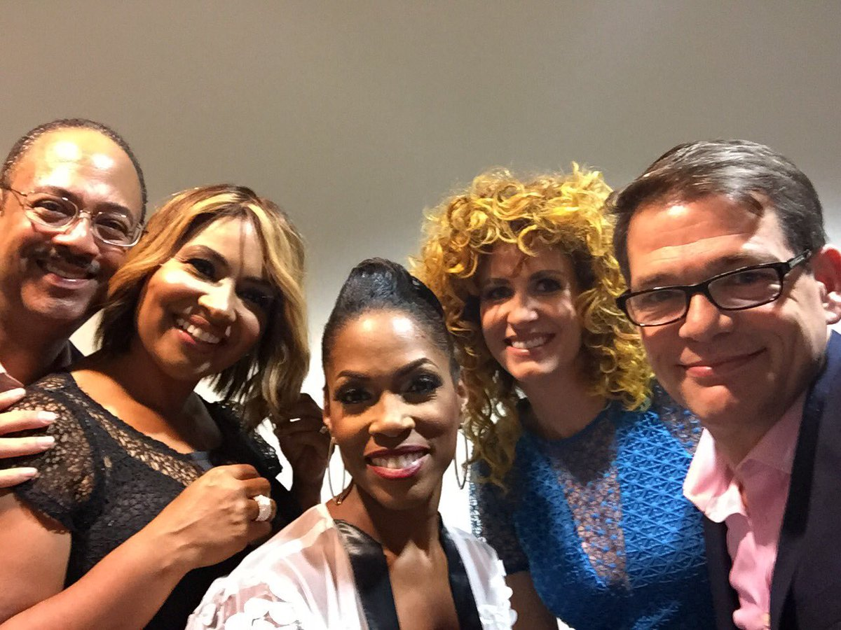 Two of these people are wearing wigs! Me, @Fox5DCAllison, @Fox5Shawn, @caitlinrothfox5, and @TuckerFox5 at #GNObySY! <br>http://pic.twitter.com/icx1tvzJnW
