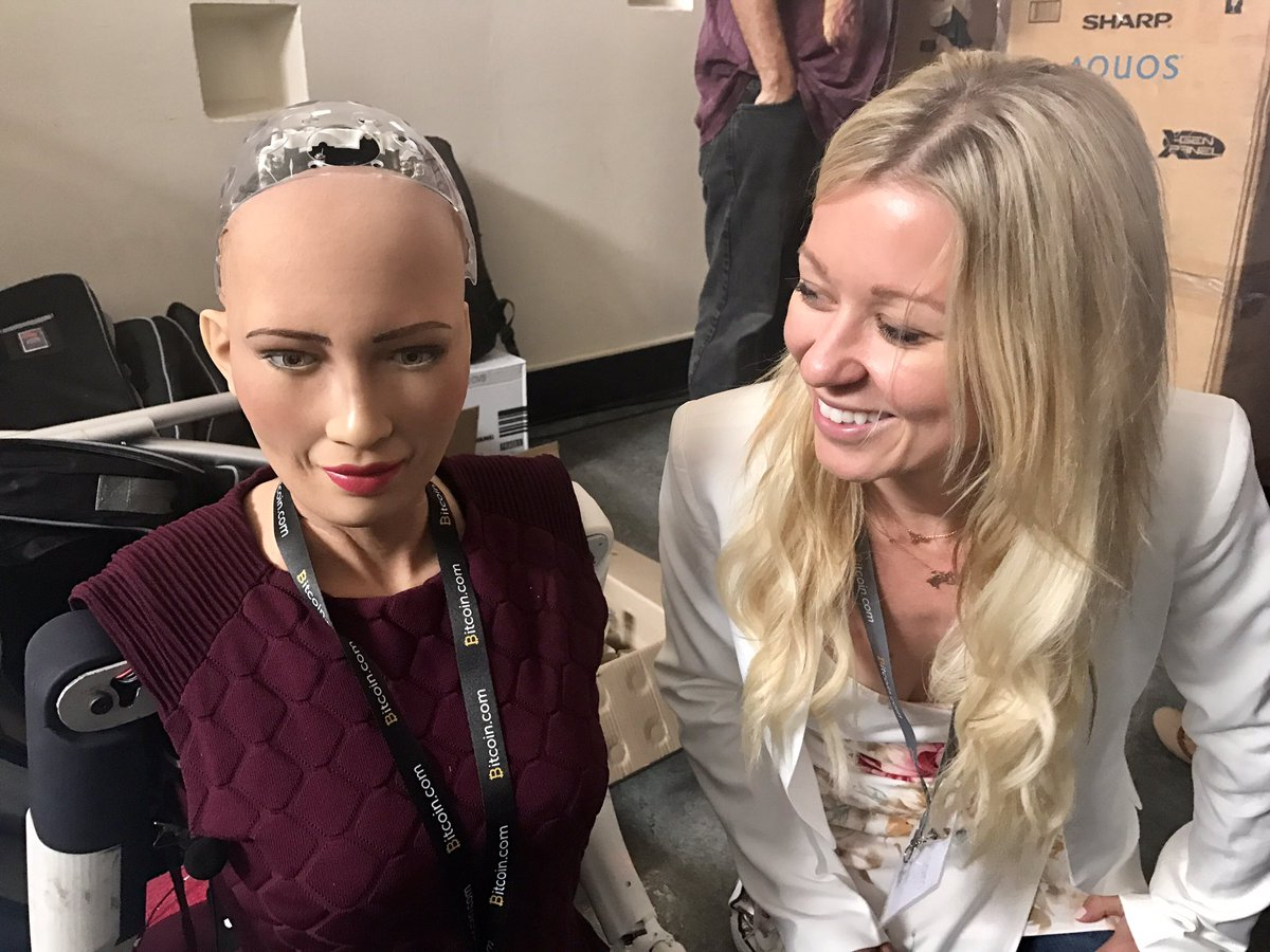 Hanging with the humanoid AI Sophia before her speech at @d10e_con https://t.co/yVZ1H7ZouV