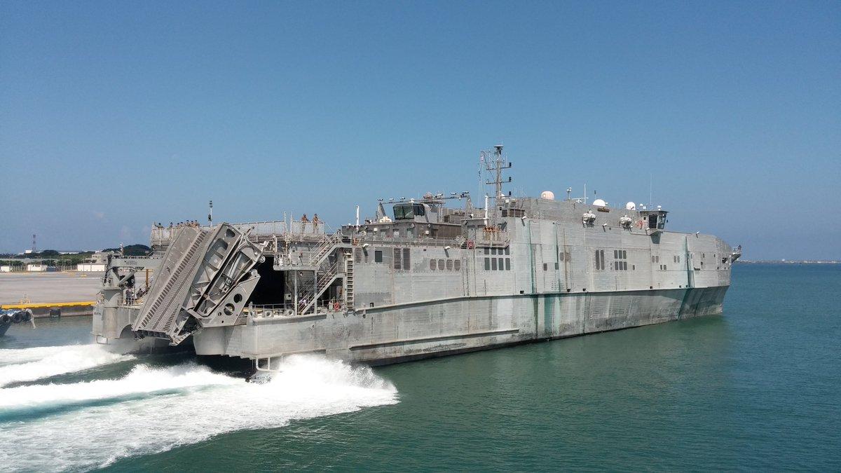 US NAVAL SHIP  MILLINOCKETが那覇軍港を出港。