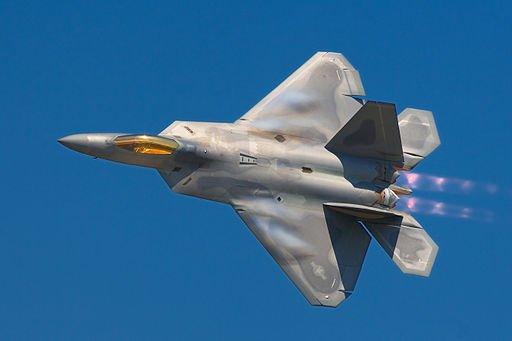مقاتله الجيل السادس الامريكيه : هل تنهض ال F-22 raptor من الرماد ؟ DHEqAGGVoAAQfrk