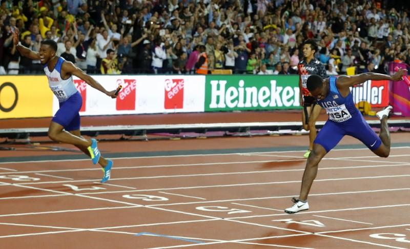 Slick Britain win shock 4x100 relay gold as Bolt pulls up https://t.co/llXGfL4EnZ https://t.co/zaZGX2k7LI