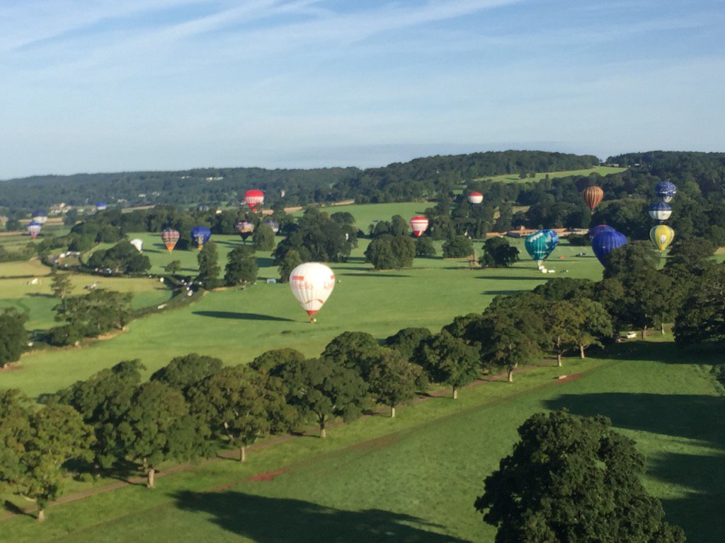 Coming in to land nearTyntesfield such a privilege to fly this morning @bristolballoon @flyingenterp @pilotianmartin https://t.co/OFXasrlZON