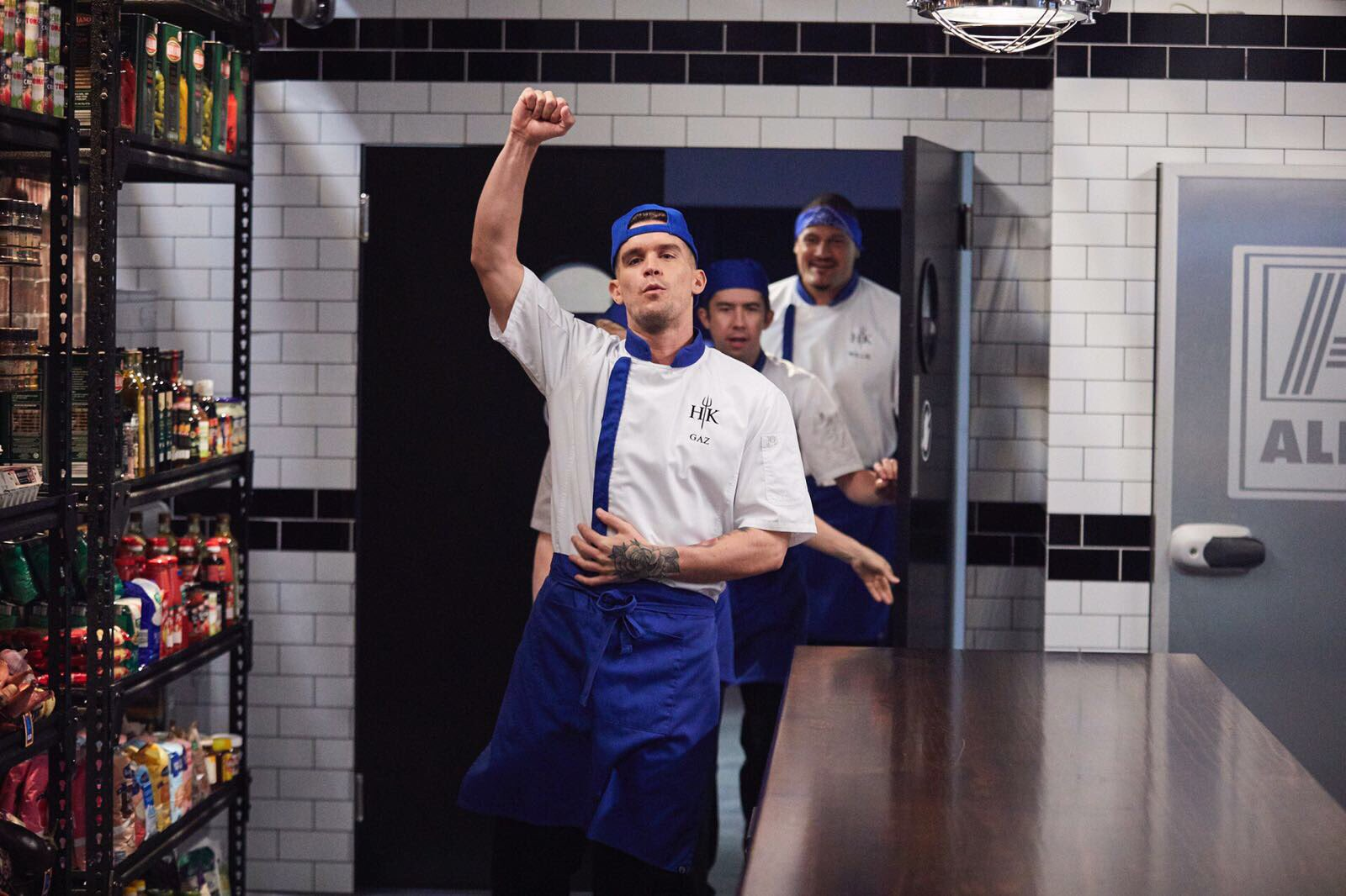 Walking into the kitchen like.... 🙋🏻♂️ team blue 💙🔥🍽 AUSTRALIA don't miss it tonight @Channel7 8PM #HellsKitchen https://t.co/EUcv6wJa58