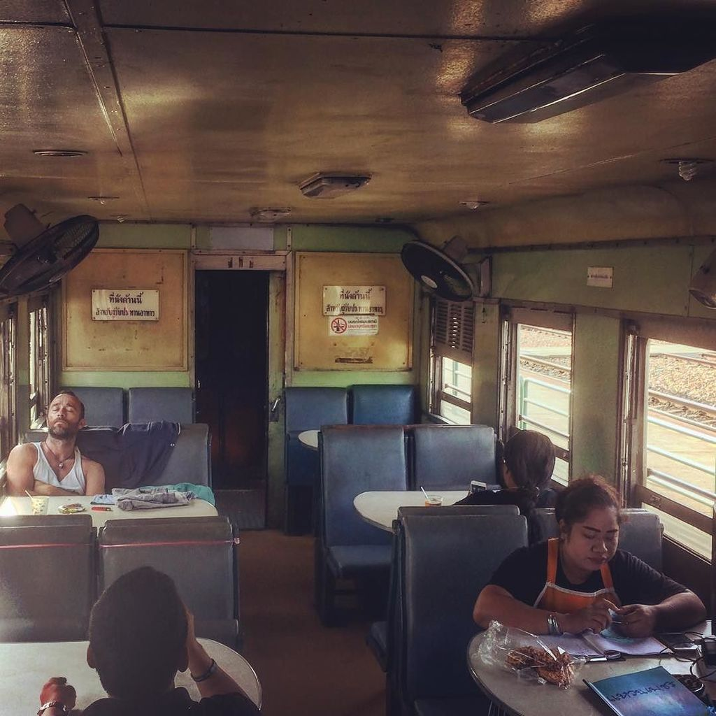 Chilling in the buffet car on the Bangkok express. #thailand #train #familyholidays https://t.co/tp1l3mxgJ8