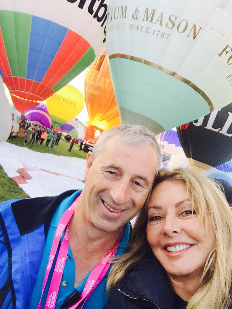 Flying with Ian  @flyingenterp...Guess what our balloon is? Wine!!! Lol..wave if you see us overhead @bristolballoon https://t.co/TflyAj31Fo