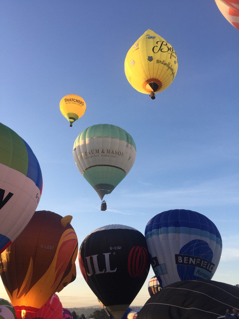 Stunning here.....if you're in Bristol run down to Ashton Court NOW @bristolballoon x https://t.co/4jZW2LL7FO