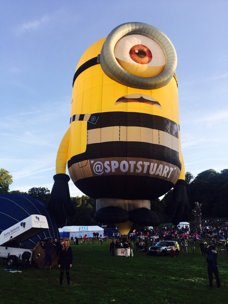 "Hello @SpotStuart.....""Me am"" little person low left....jeez Stuart is HUGGGGEEEEE XX @bristolballoon https://t.co/PhoyWl8IvN"