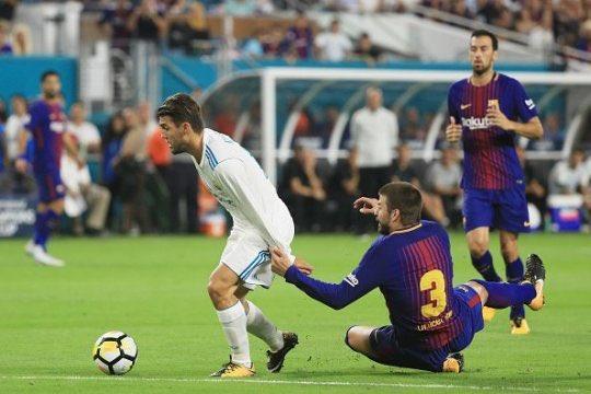 Jour de #Clásico    #Supercopa de España (match aller)  FC Barcelone  Camp Nou  Barcelone   21:00 (20:00 GMT)  @canalplus Sport<br>http://pic.twitter.com/P1TUsYvble