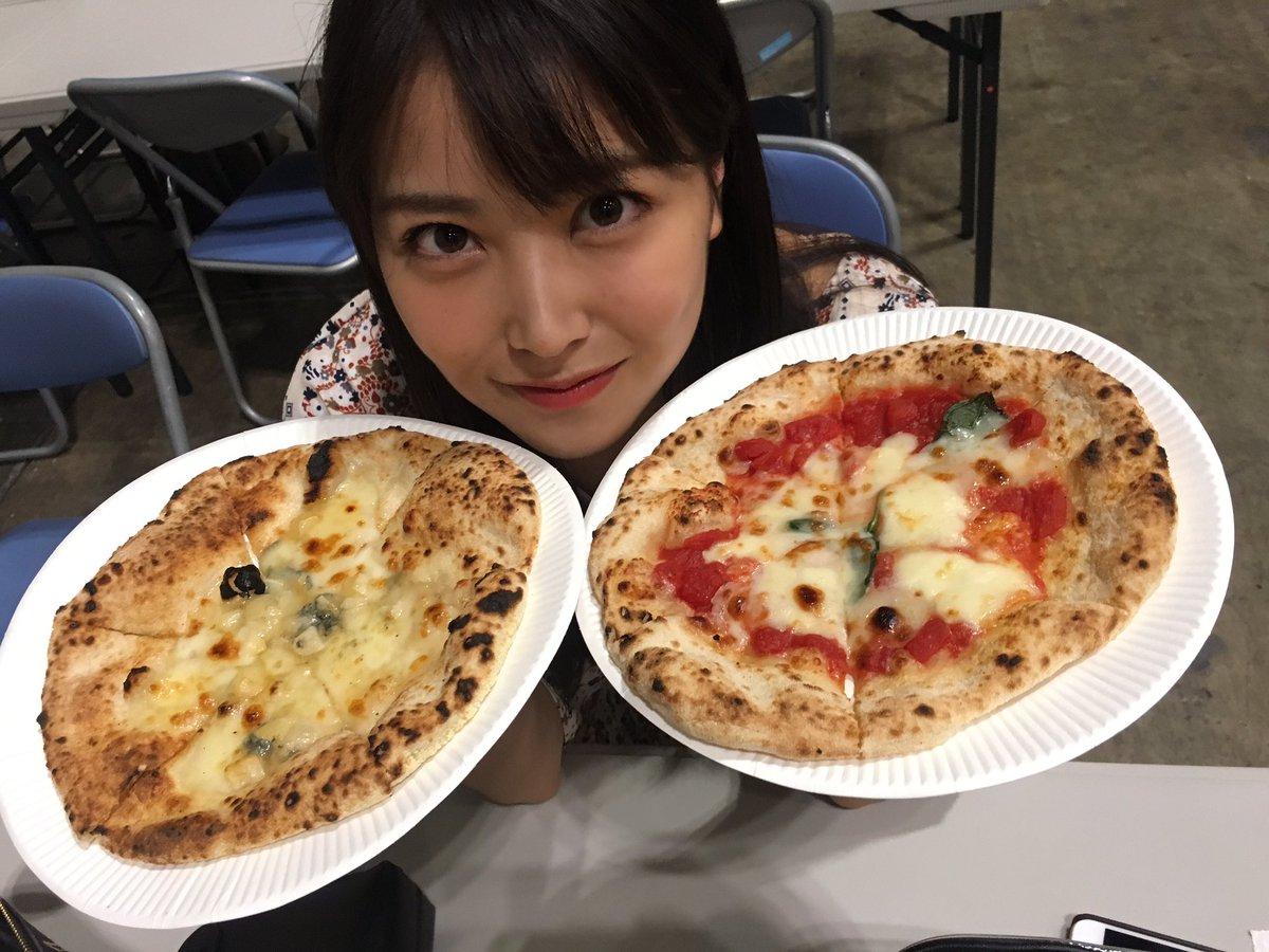 昨日は、ピザ食べました❤️ ふたつーーー!!!
