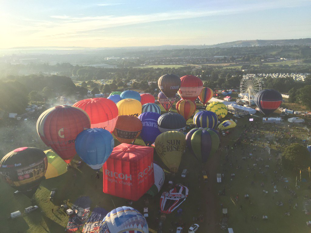 Crying with the beauty of this....@bristolballoon @flyingenterp x https://t.co/Kemj7nuWoO