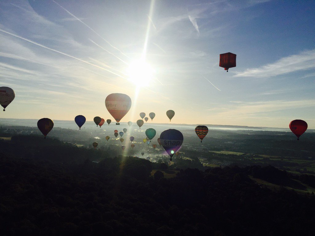 Good morning Bristol @bristolballoon @flyingenterp x https://t.co/P3tOaHRLhe