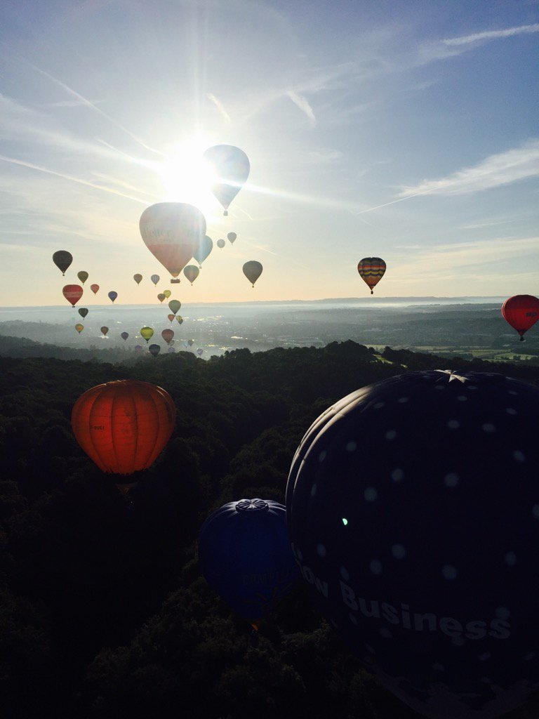 Life is good....@bristolballoon @flyingenterp @pilotianmartin https://t.co/bvKrwR8uiP