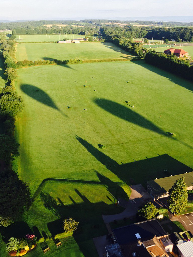 Balloon shadows.....@bristolballoon @F@flyingenterp @pilotianmartin https://t.co/SvICKkQ2ku