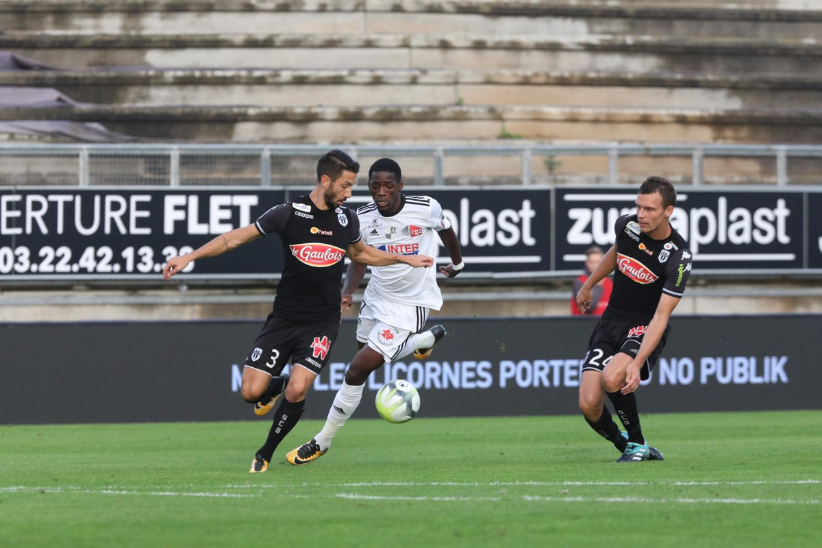 #Ligue1 : #AngersSCO s'impose sans trembler à #AmiensSC >  http:// france3-regions.francetvinfo.fr/pays-de-la-loi re/maine-et-loire/angers/ligue-1-angers-s-impose-trembler-amiens-1310901.html  …  #ASCSCO #Angers #Amienspic.twitter.com/fATKNKrMpg