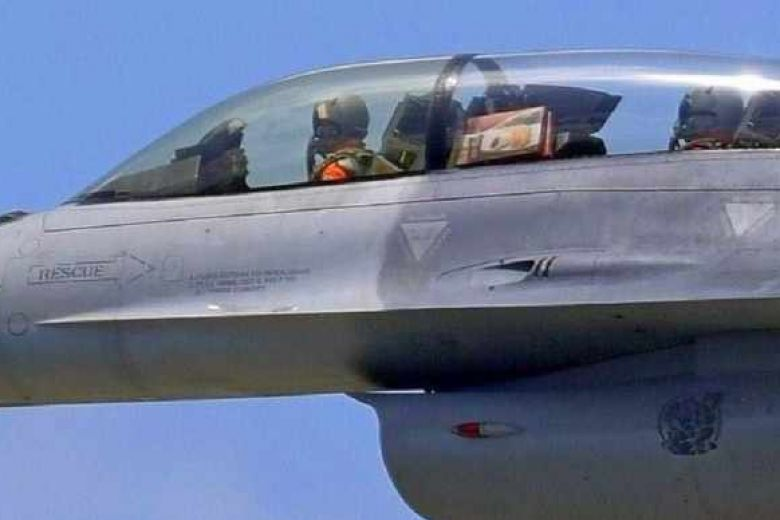 Boxes of mochi seen in #Taiwan F-16 fighter jet were souvenirs for pilot's commander https://t.co/K5WYOAIiB8