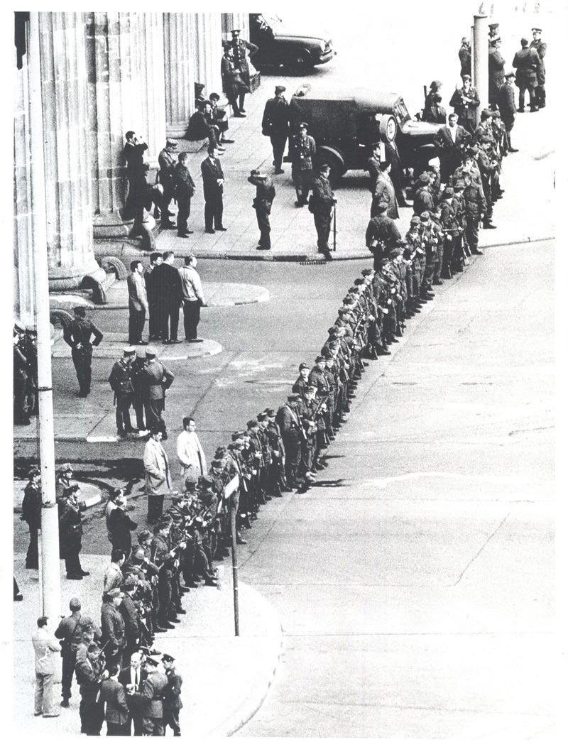 This is how the Berlin Wall started, 56 years ago, on the morning of the 13 August 1961. This absurdity will last 28 years. #Berlin #Wall <br>http://pic.twitter.com/FfjP8Jq6Vv