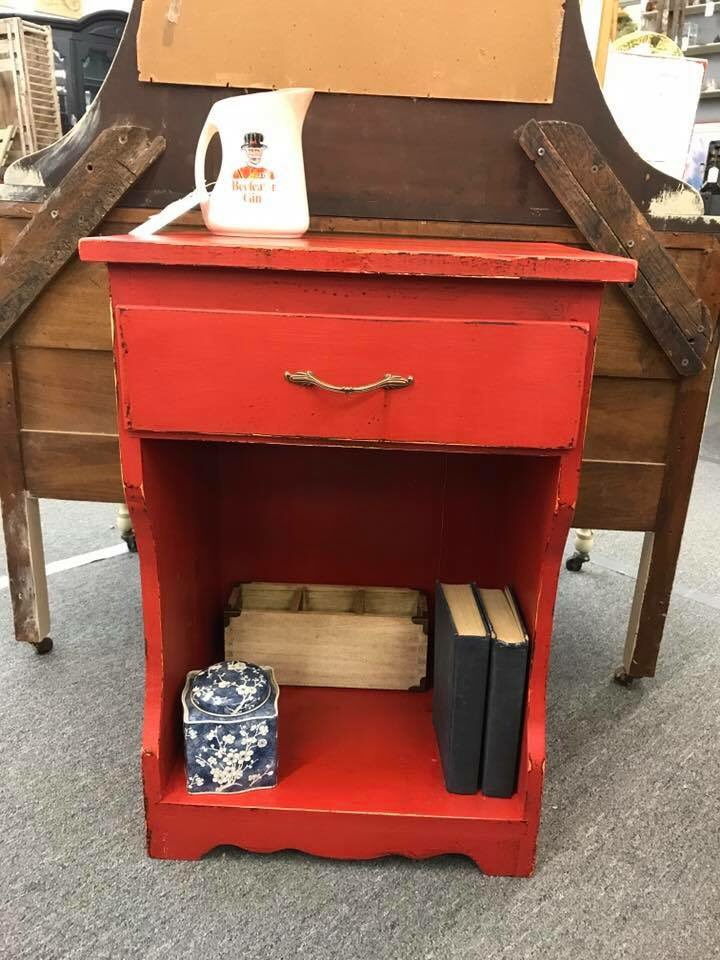 Fun table in Junk Gypsy American Dream and MudPaint&#39;s Pomegranate by @thelostmerchant ! #mudpaint #table #red #junkgypsy #paintedfurniture<br>http://pic.twitter.com/BauAtF0Ywc