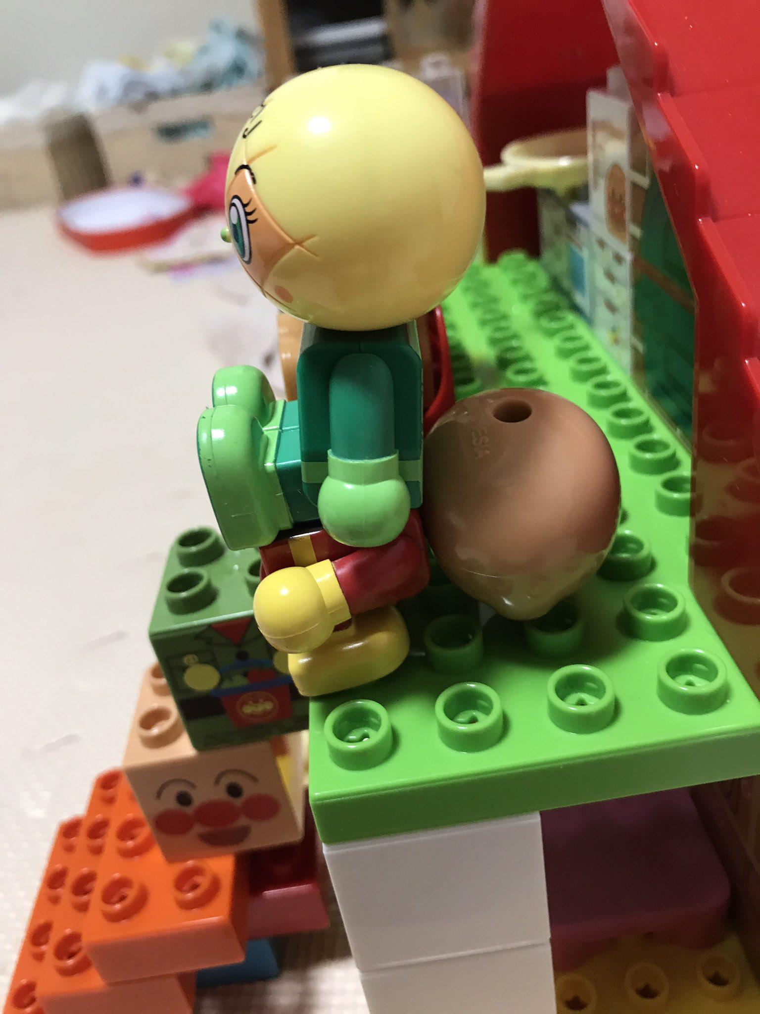 椅子が無慈悲すぎww子供が遊んでるアンパンマンブロックがやばいww