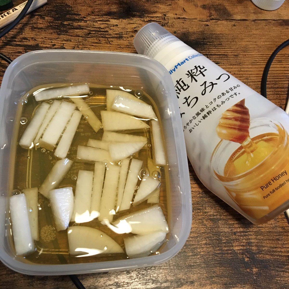 喉が潰れた人にオススメなのだが、切った大根に大量のハチミツをかけて放置すると謎の汁がドバドバ生成され…