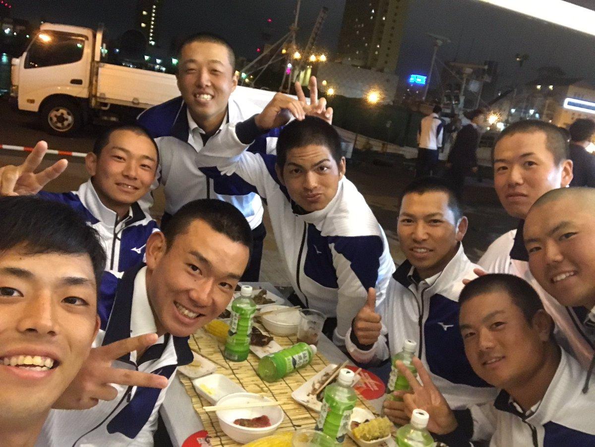 釧路遠征!  懇親会でバーベキュー!!!  亜細亜大学の選手とお話してます!