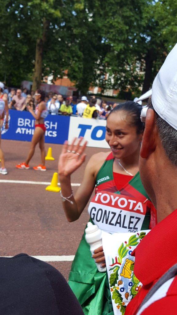 La mexicana Lupita González obtiene PLATA en caminata de 20 kms aquí en Londres! Viva México!