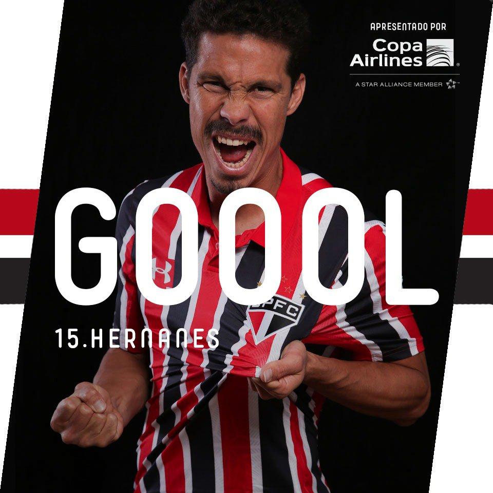 47min - Hernanes cobrou a falta com perfeição e mandou a bola pro fundo do gol! São Paulo 1 x 0 #VamosSãoPaulo!