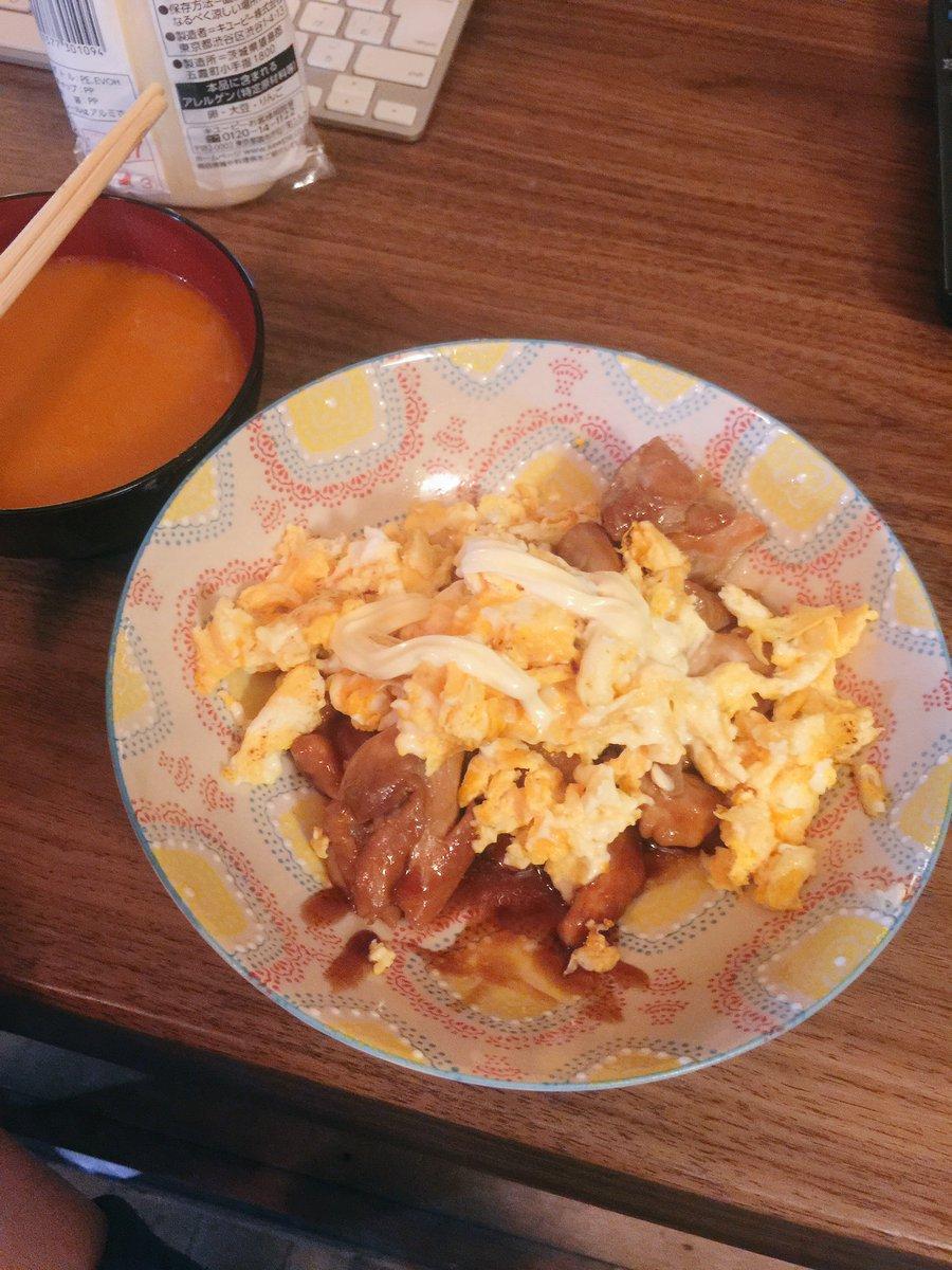 男飯!  レシピ  ニワ鶏が産む丸い奴 2個 ニワ鶏の筋肉 10個 照りとしたタレ  これを豪快に炒…