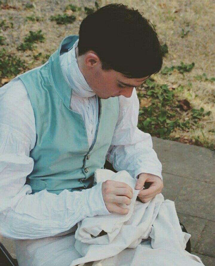 時代考証を基に1660年から1940年代までの紳士服を当時の縫製技術や素材で再現するオーダーメイド紳…