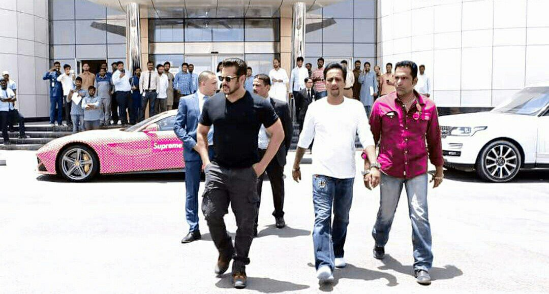 @BeingSalmanKhan sir &#39;s  #Tiger Swag , dat Walk though.   #Uae #TigerZindaHai <br>http://pic.twitter.com/XB7IVjk3og