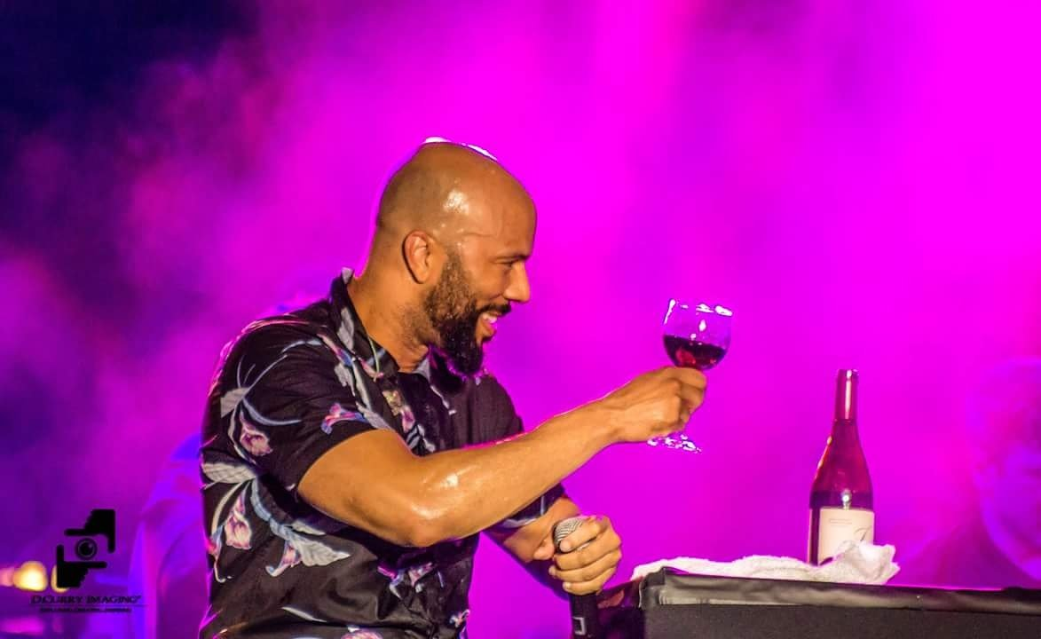 @common  enjoying a glass of @joshcellars  last night at @richmondjazzfestival  @BreakthruBev   #JoshCellars #richmondjazzfestival https://t.co/1WsTcOB5QW